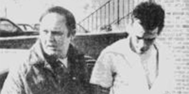 Lowell police Capt. John Cullen takes murder suspect Arthur Davis into custody in the February 1985 slaying of Patricia Richard.