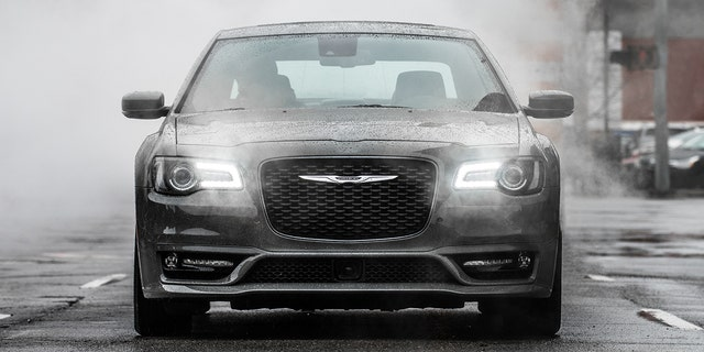 2019 Chrysler 300s With 5 7 Liter Hemi V 8 Engine