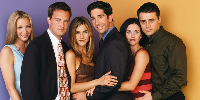 FRIENDS -- Pictured: (l-r) Lisa Kudrow as Phoebe Buffay, Matthew Perry as Chandler Bing, Jennifer Aniston as Rachel Green, David Schwimmer as Ross Geller, Courteney Cox as Monica Geller, Matt LeBlanc as Joey Tribbiani