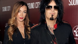 Motley Crue bassist Nikki Sixx, 60, expecting with wife Courtney, 33