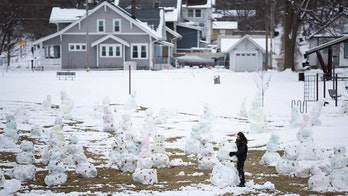 Nebraska college student builds 84 snowmen in one night