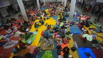 Tropical storm's rain, surging seas strike southern Thailand