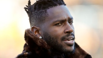 Patriots' Antonio Brown signing allegedly prompts mass shooting threat from Giants fan