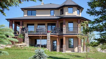 Alberta homeowner announces contest for $1.7M home: $25 and an essay