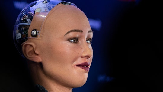 AI will displace 40 percent of world's workers as soon as 2035, leading expert warns