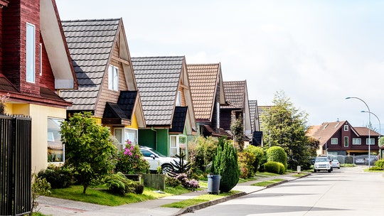 Buying a home? Watch out for these 7 red flags in the neighborhood