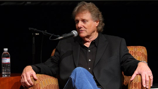 Reggie Young, Elvis Presley and Willie Nelson guitarist , dead at 82