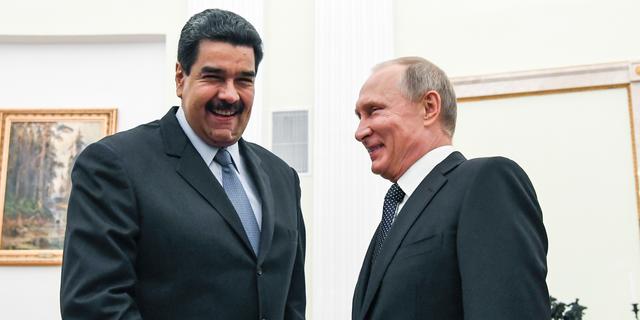 Vladimir Poetin en Nicolas Maduro in 2017. (Yuri Kadobnov / Pool Foto via AP, File)