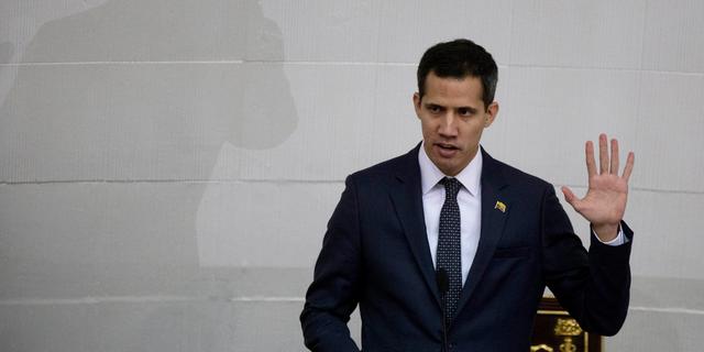 Lêer - Venezolaanse regsvervaardiger Juan Guaido neem die eed van die amp as president van die Nasionale Vergadering in Caracas, Venezuela. 'N Koalisie van die Latyns-Amerikaanse regerings wat by die VSA aangesluit het om vinnig Guaido as Venezuela se tussentydse president, en nie Nicolas Maduro, te erken nie, het tydens weke van geheime diplomasie vergader. (AP Foto / Fernando Llano, File)