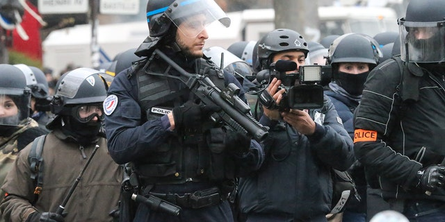 """Citizens are outraged as French police have begun using specialized weapons against """"Yellow Vest"""" protesters"""