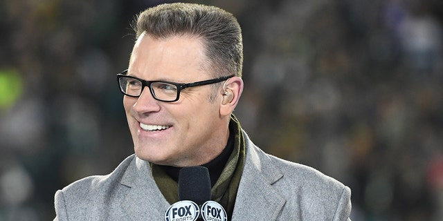 Pro Football Hall of Famer —and Fox Sports NFL —host Howie Long turns 59 on Sunday, and he just might have to choose one son over another. Both of his sons are facing off in the NFC wild-card game in Chicago: the Philadelphia Eagles (9-7), the defending Super Bowl champion, and Chicago Bears (12-4), their first playoff game in eight years. (Andy Lewis/Icon Sportswire via Getty Images, File)