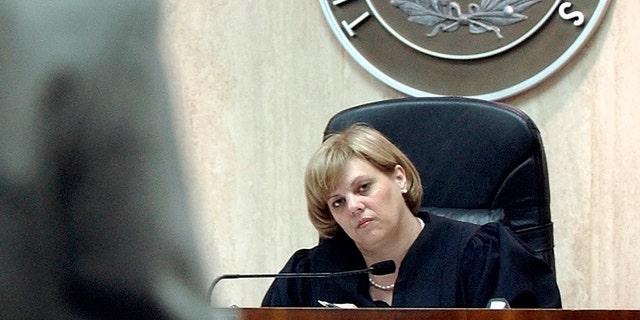 Judge Susan Criss, right, listens to assistant district attorney Joel Bennett during a pretrial hearing of murder defendant Robert Durst in Galveston, Texas, Sept. 22, 2003. — AP
