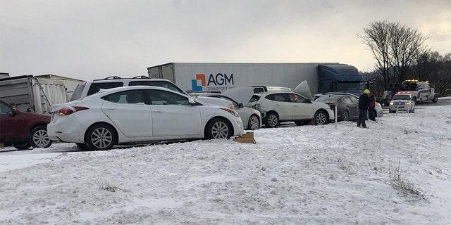 Dosyne voertuie was betrokke by 'n ongeluk op Roete 222 in Wyomissing, Pennsylvania, Woensdagmiddag.