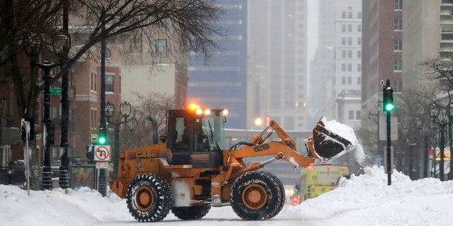 Heavy snow and gusting winds created blizzard-like conditions Monday across parts of the Midwest, prompting officials to close hundreds of schools, courthouses and businesses as forecasters warn that dangerously cold weather is right behind the snowstorm.