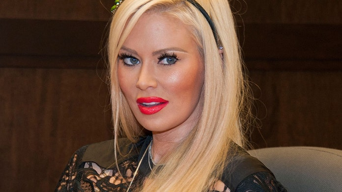 Jenna Jameson shares photos of herself at '205 vs. 125' lbs.: 'Only one of these is healthy!'