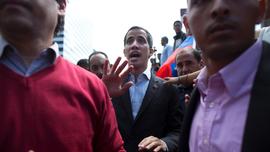 Venezuelans travel to border in caravan to pick up aid
