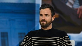 Justin Theroux recreates 'Lady and the Tramp' scene with his dog