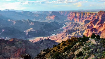 VIDEO: Guitarist plays 'Star-Spangled Banner' while overlooking Grand Canyon
