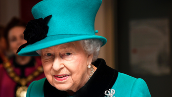Queen Elizabeth has fans 'concerned' over photo of 'bruised' hand