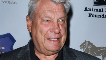 Legendary NBA coach Don Nelson sports new look at press conference, talks about smoking pot in his retirement