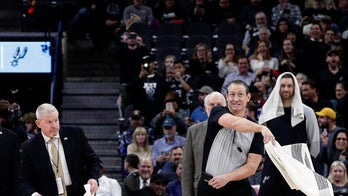 Bats force security response at Spurs-Nets game