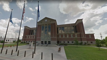 Bed bugs falling off lawyer's clothing forces Oklahoma courthouse to close