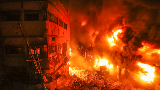 Deadly fire strikes oldest part of Bangladesh capital