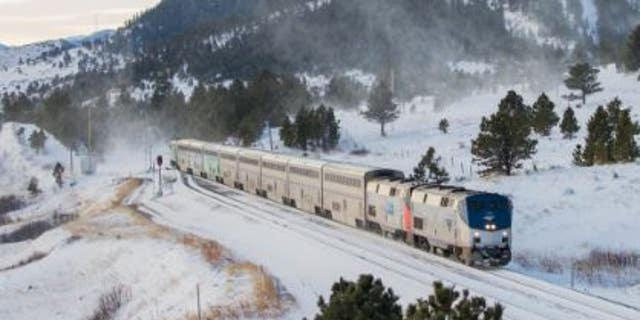 Nearly 200 passengers on board an Amtrak train have been stuck in Oregon for more than 24 hours. [19659005] Nearly 200 passengers on board and Amtrak have been stuck in Oregon for more than 24 hours. <span class=