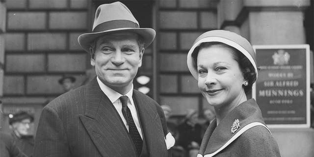 May 1956: English actor and director Sir Laurence Olivier with his second wife, English actress Vivien Leigh.