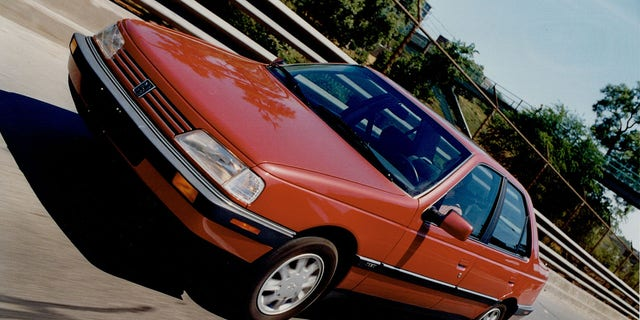 The 405 was the last new model introduced by Peugeot in the United States.