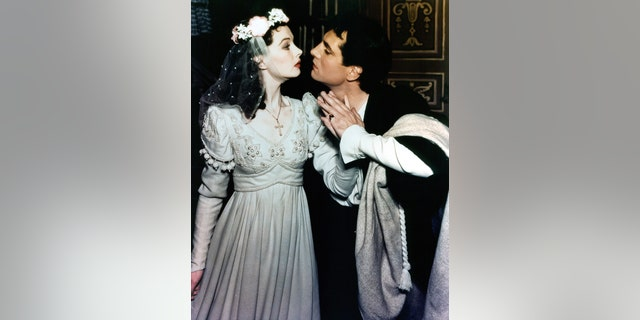 """Vivien Leigh prepares to kiss Laurence Olivier in a scene from a stage production of """"Romeo and Juliet,"""" 1940."""