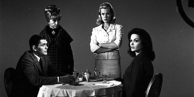 """BEWITCHED - """"It Takes One To Know One"""" - Airdate: November 26, 1964. (Photo by ABC Photo Archives/ABC via Getty Images)DICK YORK;AGNES MOOREHEARD;ELIZABETH MONTGOMERY;LISA SEAGRAM"""