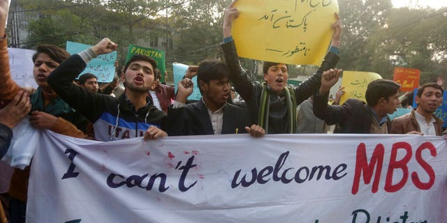 Pakistani demonstrators rally to condemn a visit of the Crown Prince of Saudi Arabia to Pakistan, in Lahore, Pakistan, Friday, February 15, 2019. Pakistan said Wednesday that Crown Prince Mohammed bin Salman will arrive in Islamabad later this week in an official visits expected to include signing billions of billions of dollars of investment in Pakistan. (AP Photo / KM Chaudary)