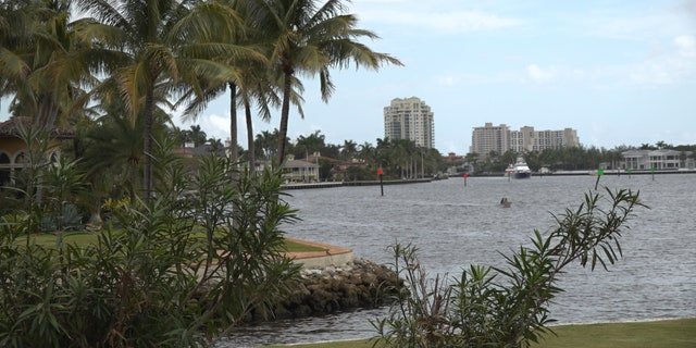 Florida waterfront mansions in Fort Lauderdale are attracting many wealthy clients from New York.
