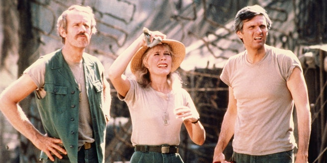 Mike Farrell, US actor, Loretta Swit, US actress, and Alan Alda, US actor, in a publicity still issued for the US television series 'M*A*S*H', USA, circa 1975. The medical comedy starred Farrell as 'Captain B J Hunnicutt', Swit as 'Margaret 'Hot Lips' Houlihan', and Alda as 'Captain Benjamin Franklin 'Hawkeye' Pierce'.