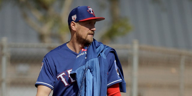 Texas Rangers' Hunter Pence walks to a practice field during spring training baseball practice Monday, Feb. 18, 2019, in Surprise, Ariz.