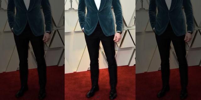 Chris Evans stuns in a blue velvet suit on the Oscars red carpet on Feb. 24, 2019.