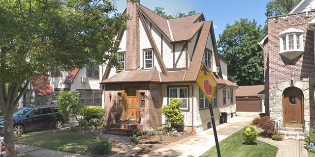 After a brief run as an Airbnb that doubled as a quasi-presidential museum, the Queens Tudor is up for sale.<br>