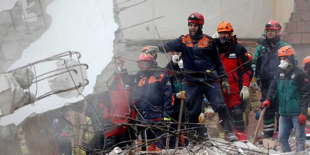 Turkey building collapse death toll rises to 15