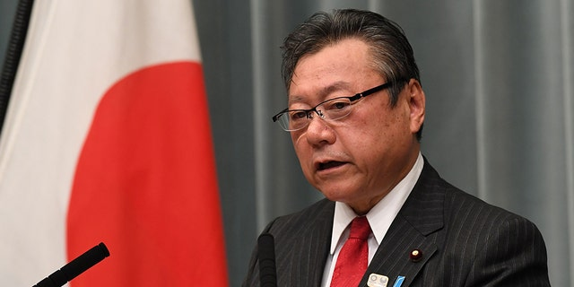 Japanese Olympic MinisterYoshitaka Sakurada has been forced to apologizeafter arriving three minutes late to a parliamentary meeting on Thursday