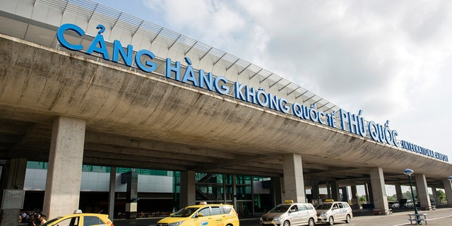 Federal officials say Vietnam is now meeting international standards for aviation safety, a decision that will let the country's airlines fly to the United States and work with U.S. airlines.<br>