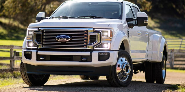 F-350 and F-450 (shown) dually trucks feature a signature grille design.