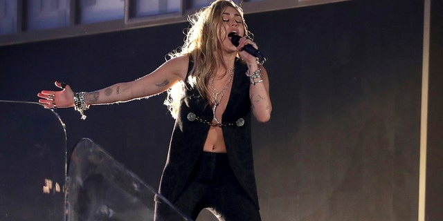 """Miley Cyrus performs """"In My Blood"""" at the 61st Annual Grammy Awards on Sunday, February 10, 2019, Los Angeles"""