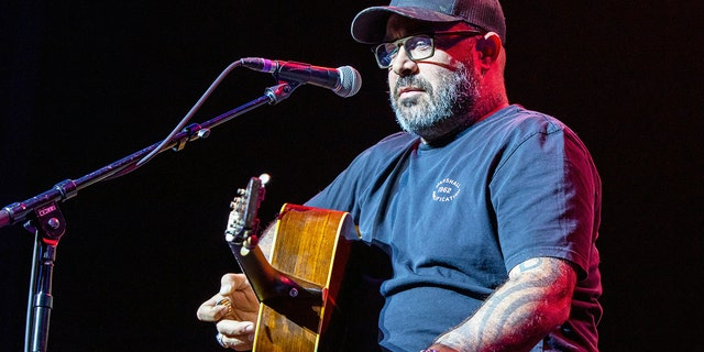 Country singer Aaron Lewis slammed Bruce Springsteen in his latest song 'Am I the Only One.'