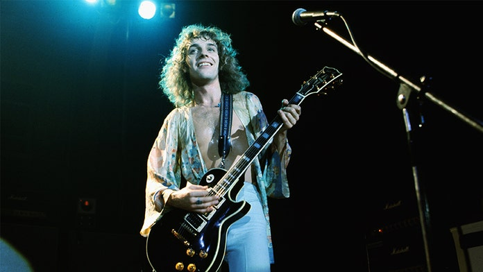 Peter Frampton says he's suffering from a degenerative muscle disease, announces farewell tour