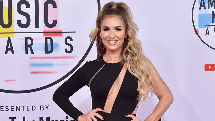 Jessie James Decker responds to social media user accusing her of getting surgery