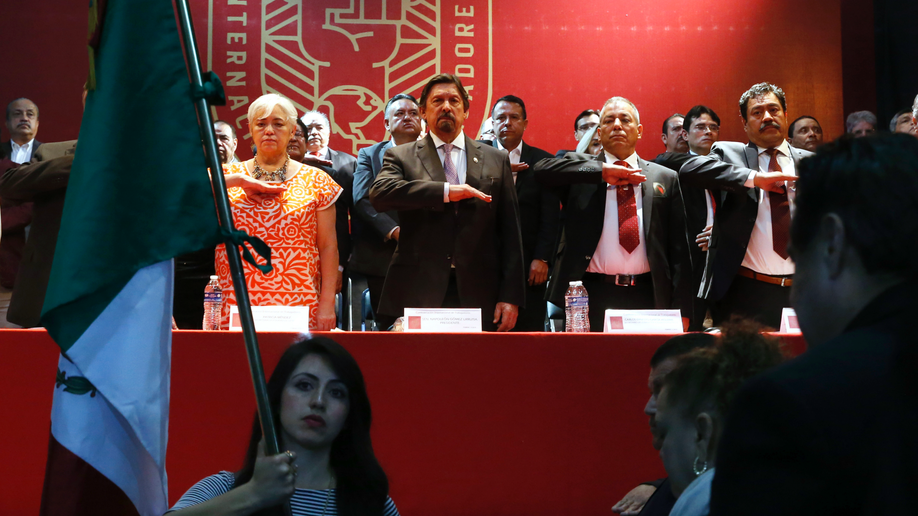 Combative Mexican union leader forms new labor federation