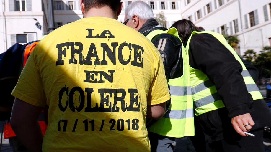 Demonstrator loses hand at Paris 'yellow vest' march