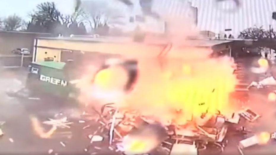 Dramatic footage captures Oregon food cart exploding