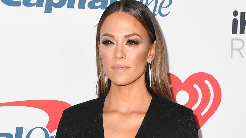 Jana Kramer responds to ex-husband Johnathon Schaech sharing wedding pic: 'Kinda rubbed me wrong'